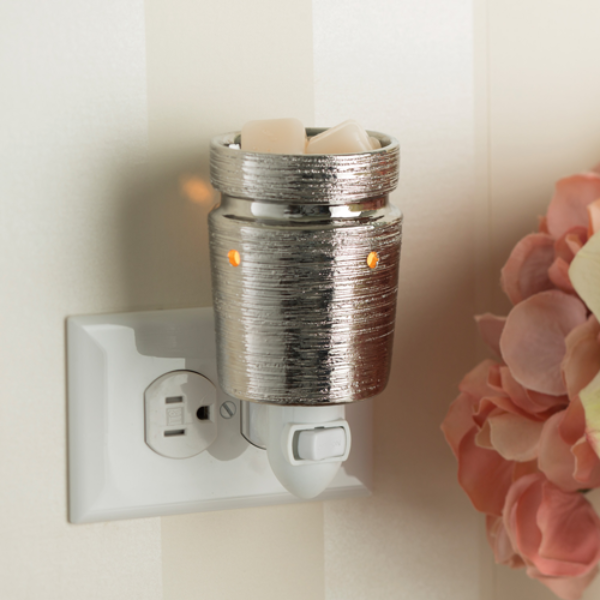 Brushed Chrome Pluggable Wax & Essential Oil Warmer + Free Wax Melt